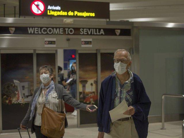 El aeropuerto de Sevilla recibe la llegada de turistas