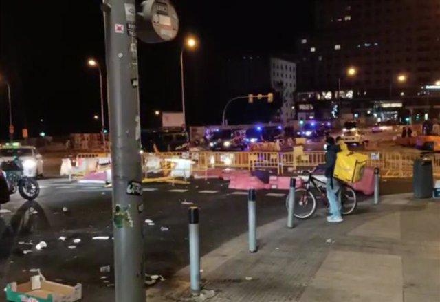 Policia Nacional a plaça Espanya després de tallar els manifestants la zona amb tanques