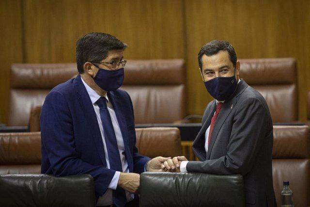 El vicepresidente de la Junta de Andalucía, Juanma Moreno (d), junto al vicepresidente de la Junta, Juan Marín (i) en una foto de archivo.