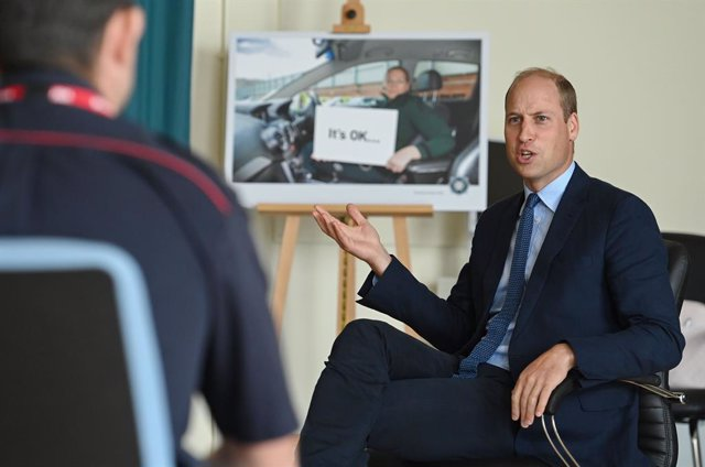 09 September 2020, Northern Ireland, Belfast: Prince William (R), the Duke of Cambridge, talks to emergency workers at the Police Service of Northern Ireland's (PSNI), Police College in Belfast, as part of his tour of Belfast. Photo: Tim Rooke/PA Wire/dpa
