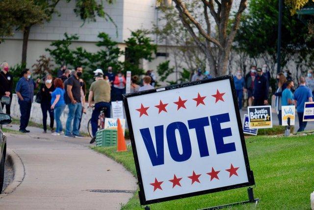 Un cartel animando al voto en Austin, Texas