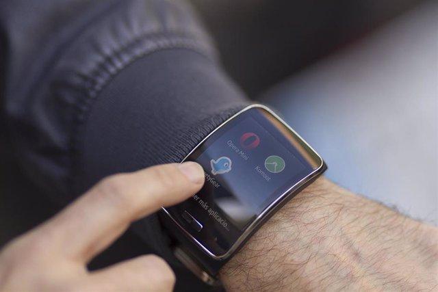 Reloj inteligente, smartwatch, nuevas tecnologías, redes sociales, internet