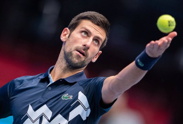 30 October 2020, Austria, Vienna: Serbian tennis player Novak Djokovic in action against Italy's Lorenzo Sonego during their men's singles quarter final match at the Erste Bank Open ATP tennis tournament. Photo: Georg Hochmuth/APA/dpa