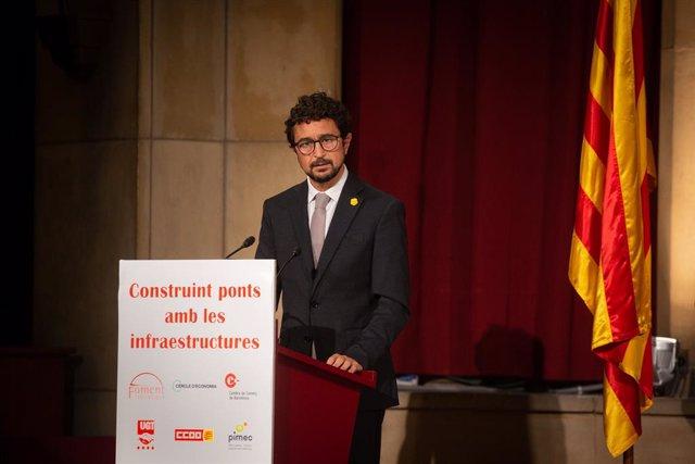 El conseller de Territori i Sostenibilitat de la Generalitat, Damià Calvet, intervé en la jornada 'Construint ponts amb les infraestructures' a la seu de Foment del Treball. Barcelona, Catalunya, (Espanya), 8 d'octubre del 2020.