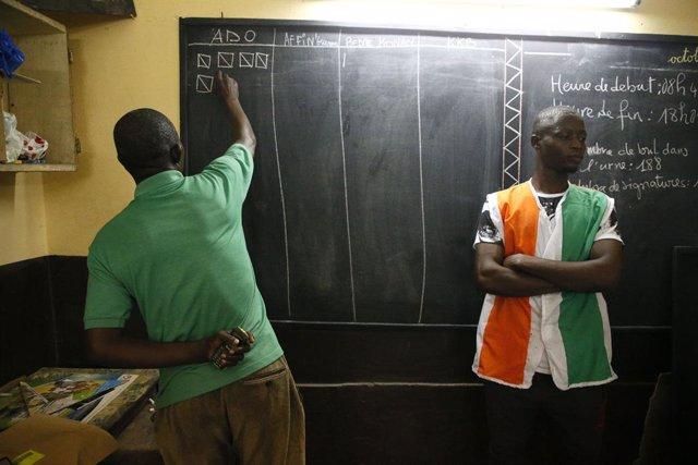 Recuento de votos tras las elecciones presidenciales en Costa de Marfil