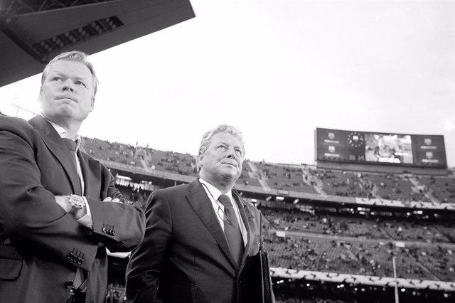 Ronald Koeman y el fallecido Toni Bruins Slot, en una imagen de archivo en el Camp Nou