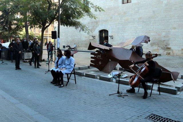 Pla obert de l'acte de record a les víctimes i supervivents del bombardeig al Liceu Escolar de Lleida, el 2 de novembre del 2020. (Horitzontal)