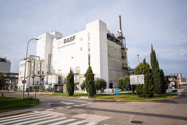 Pla obert del centre de producció de BASF a la Canonja (Tarragonès). Imatge publicada el 2 de novembre del 2020. (Horitzontal)