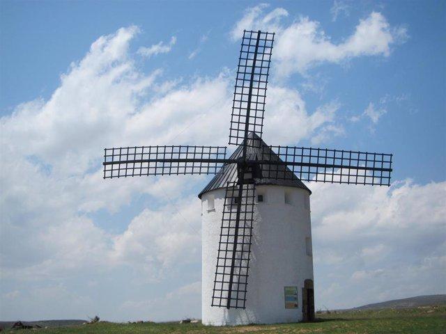 Molino de viento de Malanquilla (Zaragoza).