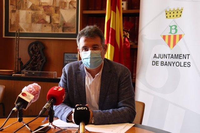 Pla mitjà de l'alcalde de Banyoles, Miquel Noguer, en una roda de premsa el 2 de novembre de 2020 (Horitzontal)