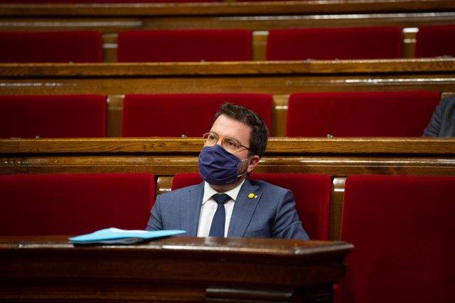 El president en funcions de la Generalitat, Pere Aragonès, durant un ple al Parlament de Catalunya per tractar la crisi sanitària del coronavirus. Barcelona, Catalunya, (Espanya), 6 d'octubre del 2020.