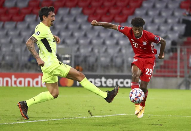 21 October 2020, Bavaria, Munich: Bayern Munich's Kingsley Coman (R) and Atletico Madrid's Stefan Savic battle for the ball during the UEFA Champions League Group A soccer match between FC Bayern Munich and Atletico Madrid at Allianz Arena. Photo: Matthia