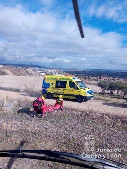 Rescate del ciclista en Villamuriel de Cerrato.