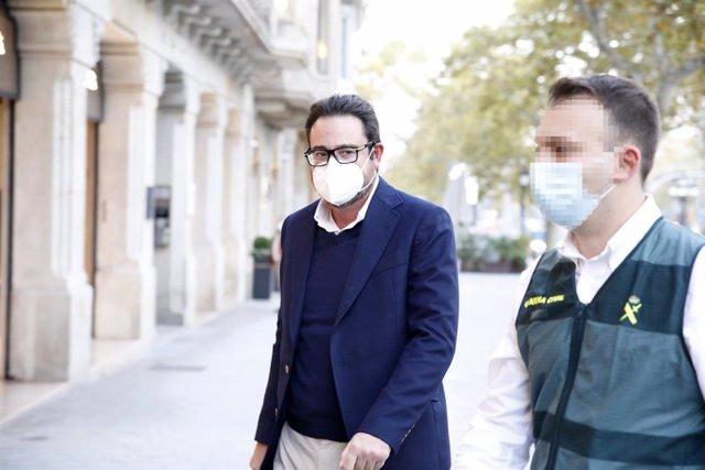 Ll'empresari David Madí arriba al seu despatx d'Aigües de Catalunya. Barcelona, Catalunya (Espanya), 28 d'octubre del 2020.