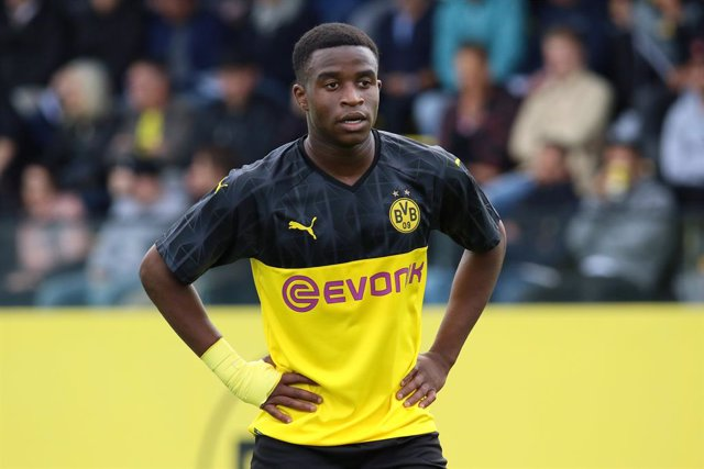 FILED - 31 August 2019, Dortmund: Borussia Dortmund's Youssoufa Moukoko pictured during the UEFA Youth League soccer match between Borussia Dortmund U19 and FC Barcelona U19 in the football park Hohenbuschei. Moukoko bagged another four goals on Saturday