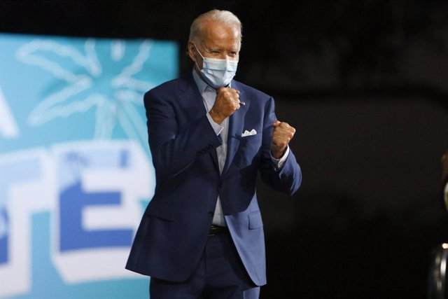 29 October 2020, US, Tampa: Former Vice President and Democratic Presidential candidate Joe Biden greets his supporters during a drive-in rally at the Florida State Fairgrounds. Photo: Luis Santana/Tampa Bay Times via ZUMA Wire/dpa