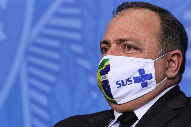 HANDOUT - 16 September 2020, Brazil, Brasilia: Newly appointed Health Minister general Eduardo Pazuello wearing a face mask during his swearing-in ceremony at Planalto Palace. Photo: Isac Nóbrega/Palácio do Planalto/dpa - ATTENTION: editorial use only and