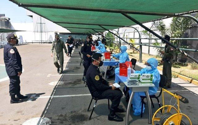 Pruebas de coronavirus a policías en Perú