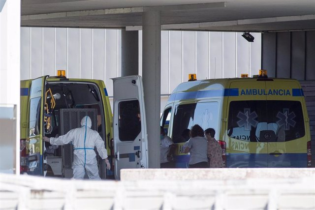 Un paciente con Covid trasladado al Hospital de Lugo.