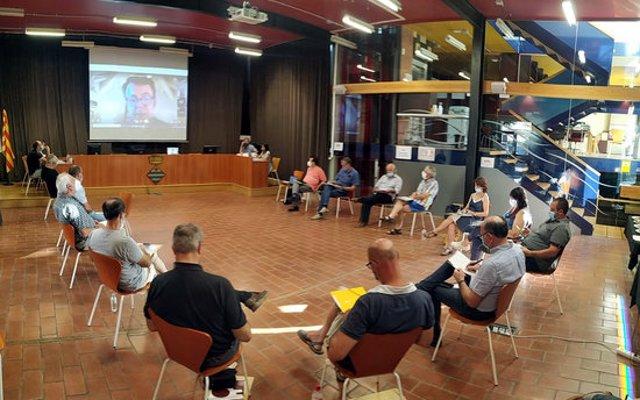 Pla obert on es pot veure un consell d'alcaldes de la Segarra del juliol de 2020. (Horitzontal)