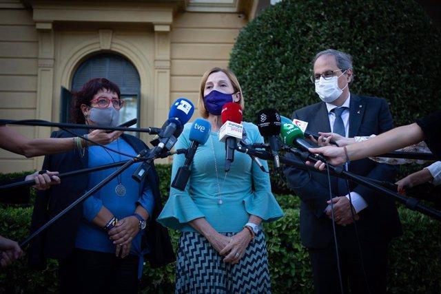 L'expresidenta del Parlament Carme Forcadell (C), al costat de l'expresident de la Generalitat, Quim Torra (D); i l'exconsellera de Treball de la Generalitat Dolors Bassa (E). Barcelona, Catalunya (Espanya), 29 de setembre del 2020.