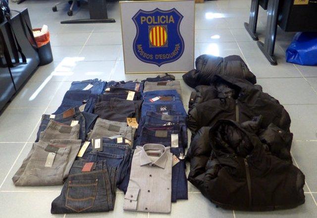 Pla general de la roba que els lladres van sostreure a la botiga d'Igualada. (Horitzontal)
