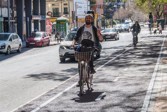 Carril bici en Manuel Candela