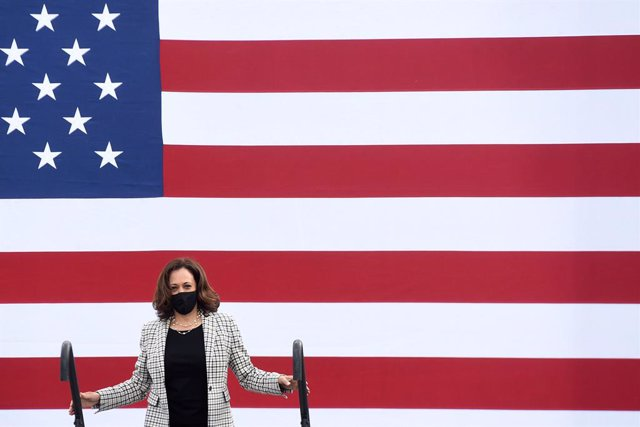 31 October 2020, US, Lake Worth: Democratic vice presidential candidate Kamala Harris takes the stage to speak to supporters at a drive-in rally at Palm Beach State College. Photo: Paul Hennessy/SOPA Images via ZUMA Wire/dpa