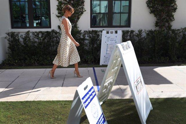 Melania Trump acude a depositar su voto en Palm Beach, Florida