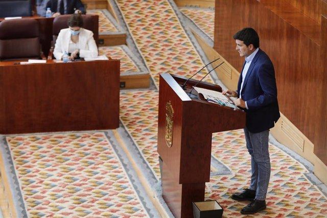 El portavoz de Más Madrid en la Asamblea, Pablo Gómez Perpinyà, interviene durante la segunda jornada del Pleno del Debate del Estado de la Región en Madrid (España), a 15 de septiembre de 2020. En esta segunda sesión participarán los grupos parlamentario