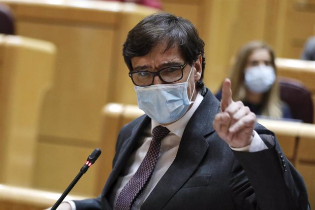 El ministro de Sanidad, Salvador Illa, interviene durante una sesión de control al Gobierno en el Senado. Imagen de archivo.