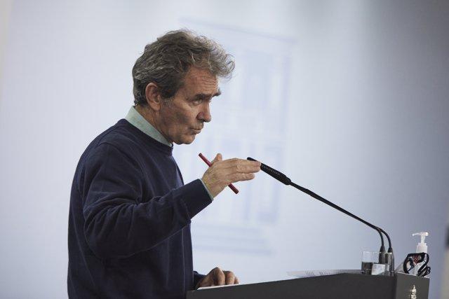 El director del Centro de Coordinación de Alertas y Emergencias Sanitarias (CCAES), Fernando Simón, ofrece una rueda de prensa