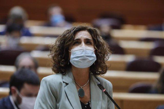 La ministra portavoz y de Hacienda, María Jesús Montero, interviene durante una sesión de control al Gobierno en la Cámara Alta, en Madrid (España), a 6 de octubre de 2020.