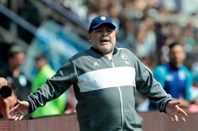 FILED - 15 September 2019, Argentina, Buenos Aires: Gimnasia y Esgrima La Plata coach Diego Maradona gestures on the sidelines during the Superliga Argentina soccer match between Gimnasia y Esgrima La Plata and Racing Club in the Juan Carmelo Zerillo Stad