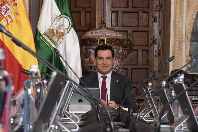El presidente de la Junta, Juanma Moreno, preside el Consejo de Gobierno en una imagen de archivo