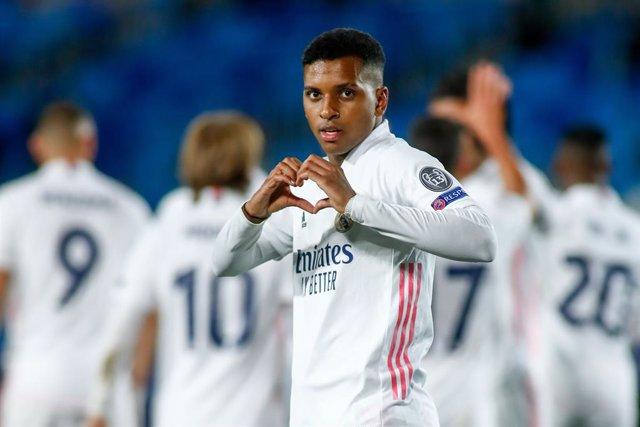 Rodrygo celebra el gol que dio la victoria al Real Madrid ante el Inter