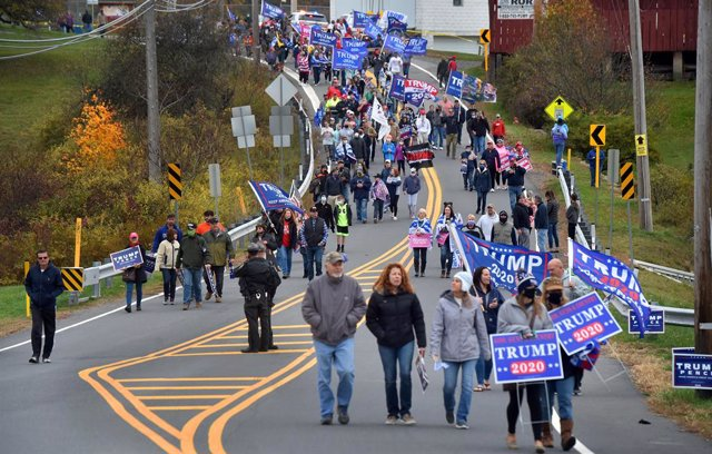 24 October 2020, US, Dallas: US President Donald Trump supporters walk down Hildebrandt road during a counter-rally to Former Vice President and Democratic Presidential candidate Joe Biden before his rally campaign in Dallas. Photo: Aimee Dilger/SOPA Imag
