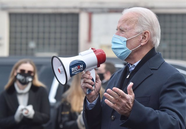 03 November 2020, US, Scranton: Former US Vice-President and Democratic presidential candidate Joe Biden uses a megaphone to speak to his supporters as part of a quick visit to the Union Hall during the US Presidential election. Photo: Aimee Dilger/SOPA I