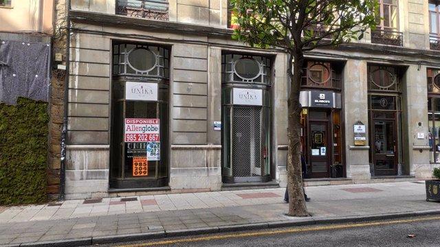 Local cerrado de pequeño comercio en Oviedo.