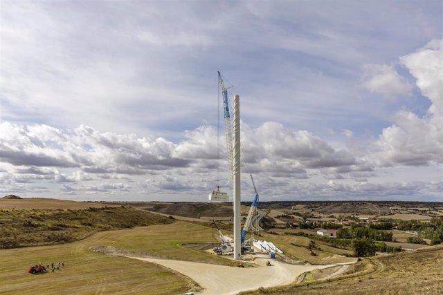 Instalación del primer aerogenerador más grande  y mas potente de España en el complejo Herrera, en Burgos.