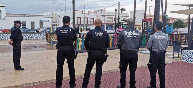 Vigilantes privados colaboran con la Policía Local en el control de medidas Covid