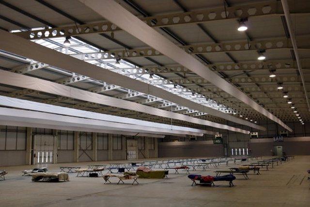Pla general de l'interior del pavelló 4 de Lleida habilitat per acollir a la nit persones sense sostre en el marc del projecte Iglú. Imatge del 4 de novembre de 2020. (Horitzontal)