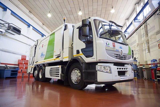 Camión híbrido de Urbaser para la recogida de residuos en Barcelona
