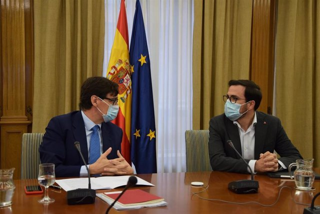 Salvador Illa y Alberto Garzón han mantenido esta mañana una reunión de trabajo con el presidente de UNICEF-España.