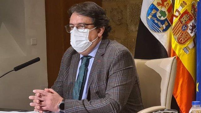 El vicepresidente segundo y consejero de Sanidad y Servicios Sociales, José María Vergeles, en rueda de prensa sobre la Covid-19