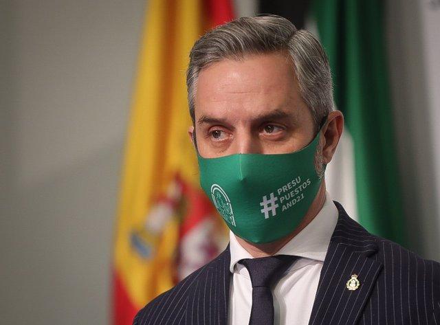 El consejero de Hacienda y Financiación Europea, Juan Bravo, este miércoles en la rueda de prensa de presentación del proyecto de Presupuesto de 2021.
