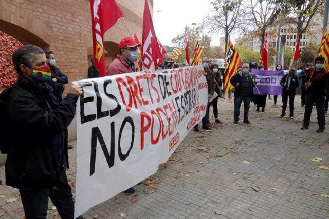 Pla general de la concentració que CCOO ha fet aquest 4 de novembre del 2020 al davant de la Subdelegació de l'Estat a Girona (Horitzontal)