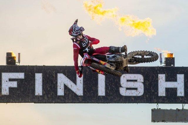 El piloto esloveno de motocross Tim Gasjer (HRC), vigente campeón de MXGP, en la prueba de Italia donde se coronó campeón por cuarta vez