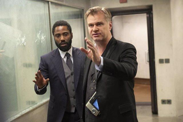 Christopher Nolan y John David Washington en el rodaje de Tenet