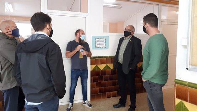 Pla general de la visita del conseller a l'Institut escola de Piera. Imatge del 4 de novembre del 2020. (Horitzontal)